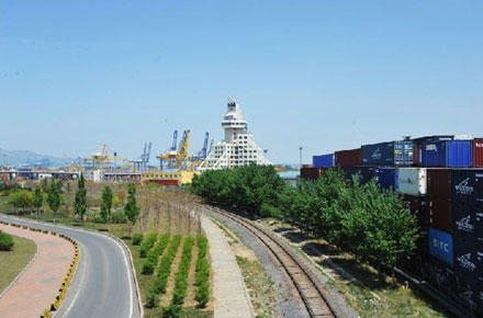 """按照港城一体化思路,对长兴岛,太平湾和大窑湾""""一岛两湾""""的港口"""
